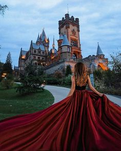 Bild könnte enthalten: Himmel und im Freien You are in the right place about beauty photography star Pretty Dresses, Beautiful Dresses, Poses Photo, Fantasy Gowns, Fairytale Dress, Fairytale Fashion, Princess Aesthetic, Girl Photography, Fairy Tales