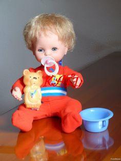 Llevaba tiempo mirando a Mocosete y notaba que él también me miraba a mi, pero no acabábamos de encontrarnos hasta que un día en casa de un... Nostalgia, Old Toys, Cute Dolls, Vintage Dolls, Childhood Memories, Children, Pretty, Antique Dolls, Doll Clothes