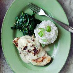 Filety z kurczaka w sosie z gorgonzoli ze szpinakiem i ryżem | Kwestia Smaku