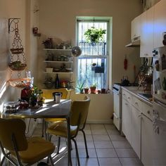 kitchen decoration – Home Decorating Ideas Kitchen and room Designs Appartement Design, Table Design, Dream Apartment, Apartment Goals, New York City Apartment, Aesthetic Rooms, Home And Deco, My New Room, House Rooms
