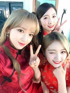 Cheng Xiao (程潇), Mei Qi (美岐) and Xuan Yi (宣仪) of Cosmic Girls (우주소녀).
