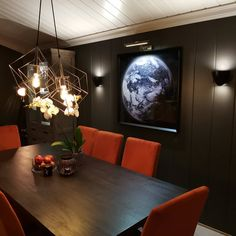 10 hjem malt i Elegant 1434 fra Jotun Custom Paint, Stairways, Wall Lamps, Elegant, Table, Cat, Furniture, Lifestyle, Home Decor