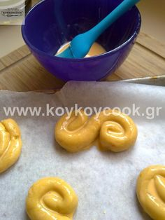 Greek Sweets, Greek Desserts, Greek Recipes, Easter Projects, Easter Traditions, Easter Art, Easter Cookies, Oreos, Biscuits
