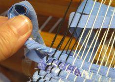 Artisanats Denim, Weaving Textiles, Floor Mats, Rug Making, Needlework, Upcycle, Knitting, Fabric, Crafts