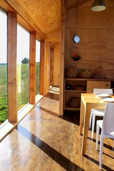 Image 5 of 34 from gallery of MÜLLER House / Ortuzar Gebauer Arquitectos. Photograph by Ortuzargebauer arquitectos Cabana, Modern Cabin Interior, Barn Style House Plans, Tiny House Loft, Contemporary Barn, Casas Containers, Cabin Interiors, Building A House, Architecture Design