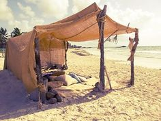 camp out on the beach looks so fun:)