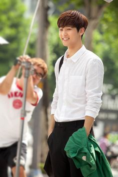 Last August at a high school in Seoul, Kang Min Hyuk shot his first scene as Yoon Chan Young for the SBS drama Heirs. The CNBLUE drummer lit up the set with his smile and charm. He also exceed… Kang Min Hyuk, Lee Jong Hyun, Heirs Korean Drama, The Heirs, Korean Dramas, Lee Min Ho, Asian Actors, Korean Actors, Jun Matsumoto
