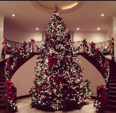 Kris Jenner gets into the Christmas spirit with bigger- than-life tree – Decorating Foyer Christmas Tree Tops, Beautiful Christmas Trees, Noel Christmas, Merry Little Christmas, Christmas Is Coming, Christmas Tree Decorations, Christmas Lights, Xmas Trees, Luxury Christmas Decor