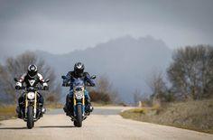 Imágenes de la comparativa a dos naked de BMW: R nineT y R1200R | Motociclismo.es