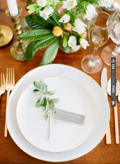 simple + natural place setting // photo by Julie Cate | VIA #WEDDINGPINS.NET