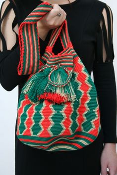 Trendy Handbags and Purses : Picture Description /// Tapestry Bag, Tapestry Crochet, Knit Crochet, Crochet Bags, Crochet Accessories, Bag Accessories, Mochila Crochet, Tribal Bags, Trendy Handbags