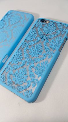 Featuring our blue damask case from our vintage collection - Elegant & Stylish - Light Weight Case - Easy access to all ports & buttons - Compatible with all service provider - High quality plastic