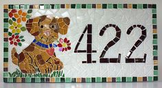 Placa com número residencial para áreas externas feita em base cimentícia. Trabalho em mosaico com pastilhas de vidro e cristal. Acompanha argamassa para ser assentada em muros, paredes ou pode ser feita com furos para ser afixada com parafusos. <br> <br>Tamanho: 20 de largura x 40 de comprimento <br>Pode ser feita também em outros tamanhos e motivos. Consulte-me que terei o maior prazer em lhe responder!