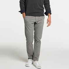 These dressy chinos look great paired with a jacket. The slim-fit design is sleek and stylish, great for neat, clean looks. Band Outfits, New Outfits, Mens Chino Pants, Khaki Pants, Slim Fit Chinos, China, Casual Looks, Trousers, Normcore