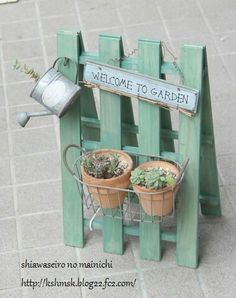 Paletten, Paletten und mehr Paletten: Palettenidee - L. - Diy - Paletten, Paletten und mehr Paletten: Palettenidee – L. – Diy Paletten, Paletten und mehr Paletten: Palettenidee – L. Popsicle Stick Crafts, Craft Stick Crafts, Diy And Crafts, Vertical Pallet Garden, Pallets Garden, Garden Projects, Diy Projects, Garden Ideas, Palette Deco