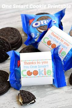 """This """"Thanks to You I'm One Smart Cookie"""" printable label is perfect for an end of the school year gift for teachers or Father's Day. Wrap them around a pack of cookies and let your kids give them to the people who have helped them the most! #sponsored #OREOmultipack #CleverGirls @oreo"""