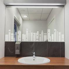 Elegante skyline geométrico de vinilo translúcido. Perfecto para decorar espejos, ventanas, mamparas... o cualquier otra superficie acristalada.