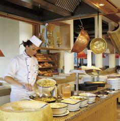 """Buffet im ROBINSON Club Ampflwang. Der Club bietet """"Vollpension"""" inklsuive aller Tischgetränke zu den Hauptmahlzeiten"""
