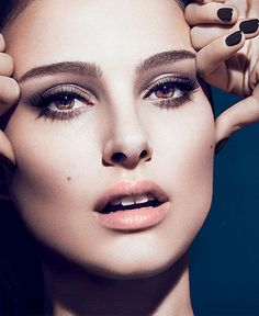 Brown smoky eyes, peach blush, nude lips... I just love the whole look!