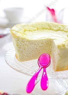 UN NUAGE DE VANILLE 0% Cuisson : 40 minutes 6 carré frais 0% 3 oeufs 500 g de fromage blanc 0% 40 g de Maïzena 3 cuil. à soupe de sirop d'agave ou aspartame de cuisson 1 gousse de vanille ou le jus d' ½ citron + zeste 2 tasses de framboises surgelées 1 tasse de myrtilles surgelées ½ cuil. à soupe de sirop d'agave
