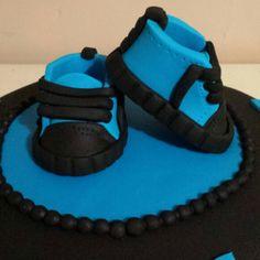 Baby fondant shoes. Baby shower cake. Fondant