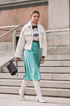 Copenhagen Fashion Week: Street style from the spring/summer 2020 runway season Copenhagen Street Style, Copenhagen Fashion Week, Street Style Trends, Spring Street Style, Blouse And Skirt, Cool Street Fashion, Winter Looks, Fashion Photo, Fit