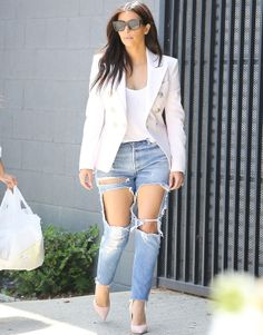 Kim- love the white on white, but those pants are terrible! It looks like she tried to make them into shorts but didn't quite get there!