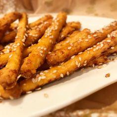 Szezámmagos sajtos fűszeres ropi Onion Rings, Finger Foods, Chicken Wings, Carrots, Fitt, Vegetables, Ethnic Recipes, Food Ideas, Carrot