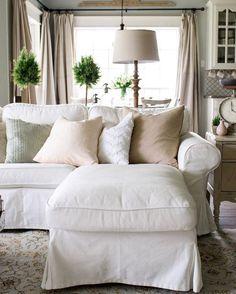Shabby chic farmhouse living room decor ideas 15