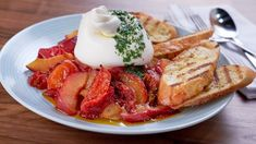 Mary's Kitchen Crush Mary In A Minute: Roasted Tomato and Plum Toasts Breakfast Dessert, Breakfast Recipes, Dessert Recipes, Salad Recipes, Burger Cookies, My Favorite Food, Favorite Recipes, Butter Pie, Peanut Butter