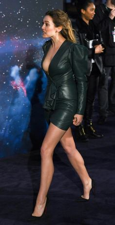Marvel Women, Marvel Girls, Beautiful Celebrities, Gorgeous Women, Elizabeth Olsen Scarlet Witch, Leather Dresses, Mode Outfits, Sexy Legs, Sexy Dresses