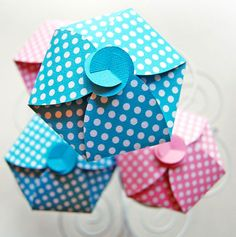 Polka Dot Cupcake Box | 18 Ways to Package Your Cupcakes