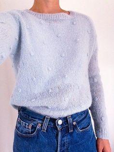 Je vous livre ici le tuto tricot pour réaliser mon pull raglan Baby Blue tricoté il y a peu de temps. Un mois de mai pour tricoter un pull en laine ça peut paraître absurde mais c'est ce temps qui l'est! Pour mêler matière chaude et forme plutôt de saison j'ai choisi de le faire …