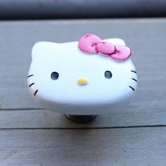 Hello Kitty Drawer Knobs / Cabinet Pull with Pink bow Hello Kitty Images, Hello Kitty Items, Daughters Room, To My Daughter, Hello Kitty Collection, Dresser Knobs, Kids Furniture, Furniture Design, Girl Room