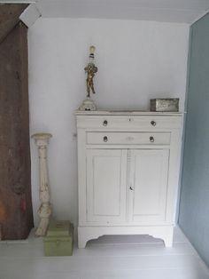Antiek, oud en een vleugje kitsch, beetje humor in je interieur doet wonderen...je wordt er vrolijk van!