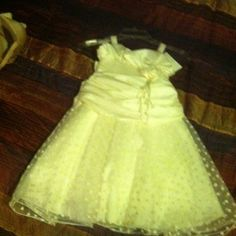(2)Super cute flower girls dress off white Gorgeous 4 layers skirt prefect for flower girl in two size 6 & 5 ( $30 each ) just in time for Xmas Dresses Formal