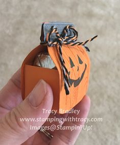 Pumpkin Jar Treat Box - Stamping With Tracy Halloween Candy Crafts, Halloween Treat Holders, Dulceros Halloween, Halloween Projects, Halloween Cards, Halloween Treats, Halloween Party Favors, Halloween Scrapbook, Easter Projects