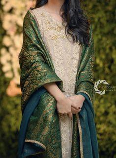 Simple Pakistani Dresses, Pakistani Dress Design, Indian Dresses, Indian Outfits, Pakistani Fashion Party Wear, Pakistani Wedding Outfits, Bridal Outfits, Shadi Dresses, Nikkah Dress