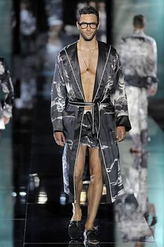See the complete Dolce & Gabbana Spring 2009 Menswear collection.