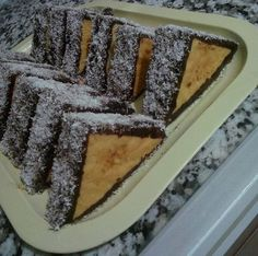 Ένα αλλιώτικο κέικ με διαφορετικό κόψιμο και σερβίρισμα Chocolate Sweets, Love Chocolate, Cake Recipes, Vegan Recipes, German Cake, Greek Sweets, Greek Cooking, Brownie Cake, Turkish Recipes