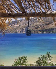Vouti Beach, na Ilha de Cefalônia. A ilha é a maior entre as Ilhas Jônicas na costa oeste da Grécia. Zakynthos e Lefkada são outras ilhas do arquipélago que você precisa explorar no verão europeu. Saiba tudo no blog.
