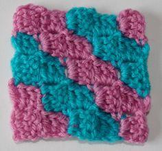 Leer hoe je de Corner to corner steek kunt haken. Dit is een mooie, decoratieve steek voor bijvoorbeeld een sjaal, omslagdoek, kussen of deken.