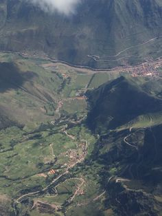 Cusco's airport approach over the Sacred Valley of the Incas: Pisac ;)