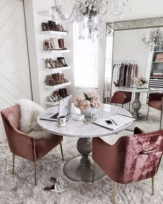 Creative Retro home decor ideas - Utterly Fun and cozy styling concepts. retro home decorating bedroom image plan note 7006219456 shared on this day 20190702 Apartment Decoration, Decoration Ikea, Apartment Ideas, Apartment Design, Apartment Goals, Apartment Office, Retro Home Decor, Home Office Decor, Office Ideas
