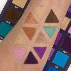 """Swatches der """"Book of Magic"""" Palette von By Beauty Bay. Review findet ihr auf meinem Blog! Beauty Bay, Make Up, Magic, Books, Matte Eyeshadow, Neutral Tones, Libros, Book, Makeup"""