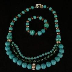 Conjunto de colar e pulseira em contas e cristais. Folheado