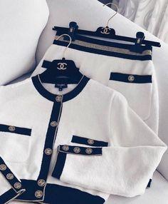 Fashion Tricks Tips Get dressed like Coco Chanel Credit Chanel Outfit, Chanel Fashion, Chic Outfits, Fashion Outfits, Womens Fashion, Fashion Clothes, Fashion Fashion, Fashion Ideas, Summer Outfits