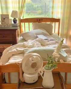 Dream Rooms, Dream Bedroom, Room Ideas Bedroom, Bedroom Decor, Minimalist Room, Aesthetic Room Decor, Cozy Room, Home Interior, Interior Design