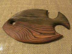 MaterialTraditionally cutting boards were made from maple but any challenging wood will succeed. They don't have to be bland and unattractive, they ca. Diy Cutting Board, Wood Cutting Boards, Wooden Art, Wooden Crafts, Bois Diy, Wood Fish, Hobbies And Crafts, Wood Design, Wood Carving