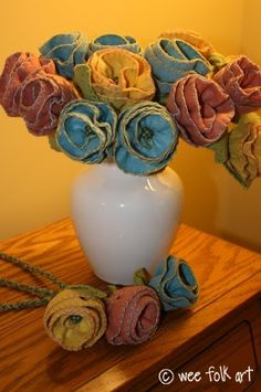 photo by Wee Folk Art  A free pattern and tutorial for a gorgeous bouquet of felt flowers. Can you imagine the possibilities with these?  ...